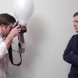 Gebruik een simpele ballon als softbox voor de ingebouwde flitser - Indrukwekkende resultaten