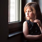 Tips voor portretfotografie bij natuurlijk licht © daglicht, kind, ogen, raam