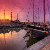 Zonsondergang of zonsopkomst - Welke levert de mooiste foto's op? © avondrood, haven, hellevoetsluis