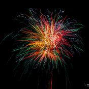 Expertuitdaging: Vuurwerk in een landschap fotograferen © vuurwerk, kleur, avond