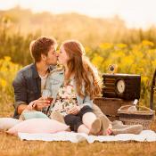 Scherpstellen en scherptediepte gebruiken voor de perfecte focus © romantisch, loveshoot, picknick