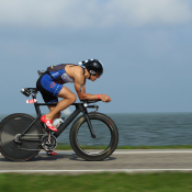 6 tips om fietsers te fotograferen © wielrenner, panning, dijk, triathlon